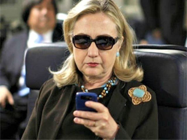 Hillary-on-her-Phone-AP-Photo-640x480